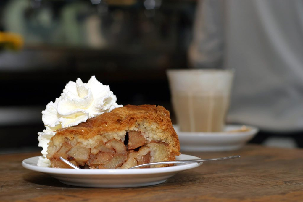 This image has an empty alt attribute; its file name is Apple-tart-winkel-1024x683.jpg